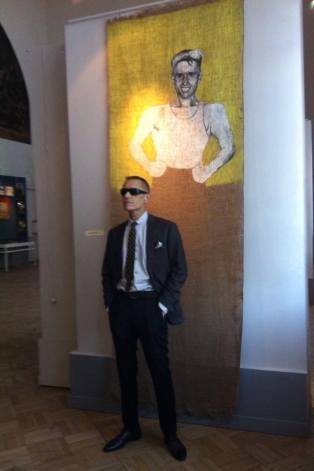 Georgy Guryanov, with his portrait at the May 2013 exhibition, ASSA: The Last Generation of Leningrad