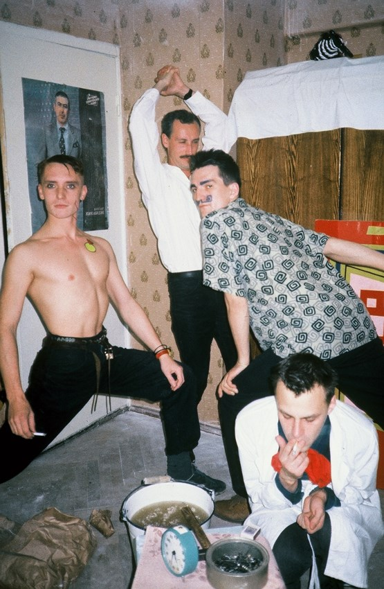 Georgiy Guryanov, Evgeniy Kozlov, Timur Novikov, Igor Verichev in Evgeniy Kozlov flat, Galaxy Gallery, 1987. Photo taken by Paquita Escofet Miro.